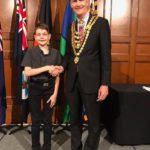 Bischa_Award_handshake_2
